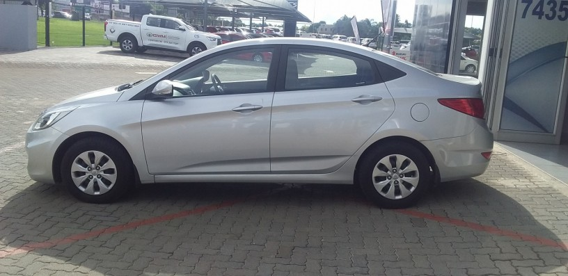 2016-hyundai-accent-16-fluid-auto-68000km-r159950-big-4