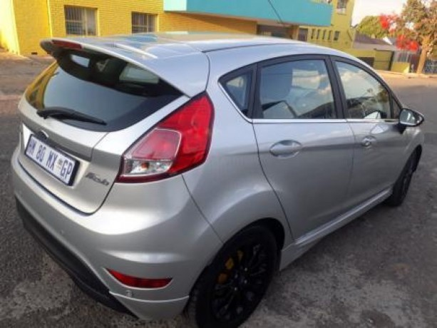 best-ford-fiesta-10-ecoboost-titanium-4-door-big-1