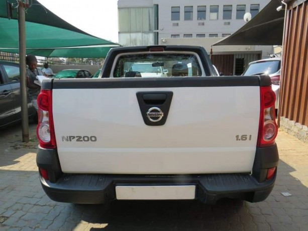 2018-nissan-np200-1-6i-for-sale-accident-free-big-4