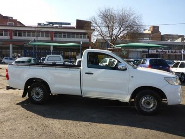 toyota-hilux-single-carb-25-d4-d-for-sale-in-good-condition-big-2