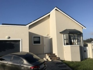 3 bdrm 2 bath house in sought-after security estate - Hermanus