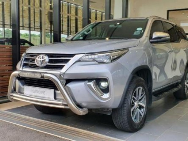 19-toyota-fortuner-28-gd-6-4x4-at-big-3